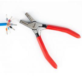 Een adereindhuls tang voor geïsoleerde en ongeïsoleerde adereindhulzen van 0,5 tot 2,5 mm², met rood handvat, op een witte achtergrond.