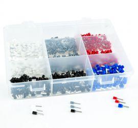 Een rechthoekige assortimentsdoos met 900 enkelvoudige geïsoleerde adereindhulzen in verschillende kleuren.